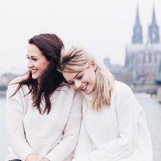 """Pin for Later: 12 deutsche Beauty Blogger mit den besten Tipps & Tricks Leonie und Lena von """"Consider Cologne"""" Ihr Blog: www.considercologne.blogspot.com Ihre Instagrams: @considerlena und @considerleonie"""