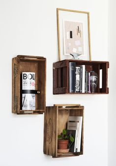 DIY: Old boxes shelves – Sonoma Seven — interior & lifestyle Room Makeover, Box Shelves, Small Room Hacks, Shelves, Creative Bookcases, Old Boxes, Room Inspiration, Small Bedroom, Custom Closet Storage