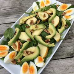 Spinaziesalade met avocado ei en appel