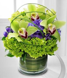 Awesome Spring Flower Arrangements For Centerpieces Decor - Silk Flower Arrangements ad a burst of color and class. This article gives pointers for decorating with an arrangement. Silk flower arrangements are c. Home Flowers, Unique Flowers, Exotic Flowers, Spring Flowers, Beautiful Flowers, Flowers Garden, Colorful Flowers, Outdoor Flowers, Contemporary Flower Arrangements
