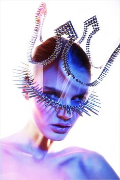 Futuristic Monarchy = they find new ways to wear tiaras and crowns, and new ways to protect one's face Fashion Art, Editorial Fashion, Fashion Trends, Fashion Story, Style Fashion, High Fashion, Fashion Design, Capitol Couture, Avantgarde