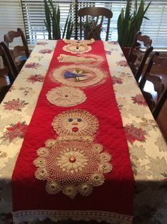 Table runner from doilies.