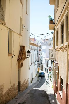 Narrow Streets of Sitges Spain | photography by http://danielleaquilinephotography.com/