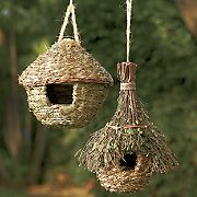 Decorative Accessories - Keep birds safe with the Natural Round Hut or Leafy Chalet Birdhouses (each sold separately). Come Home to Comfortable Living Through the Country Door! Bird House Feeder, Diy Bird Feeder, Garden Crafts, Home Crafts, Diy And Crafts, Homemade Bird Feeders, Birdhouse Designs, Bird House Kits, Bird Houses Diy