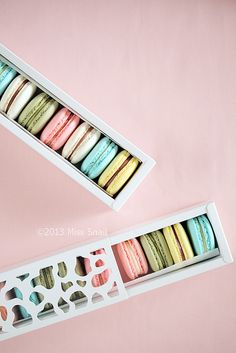 macaroon set by Vivian An