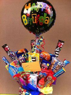 Pin by candi walker on birthday ideas идеи подарков, простые Bff Birthday Gift, Birthday Candy, Boyfriend Birthday, Money Bouquet, Diy Bouquet, Bestie Gifts, Birthday Bouquet, Balloon Gift, Chocolate Bouquet