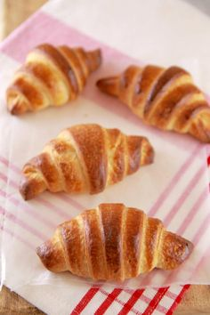 Learn how to make Homemade Chocolate Croissants with a much easier baking method than a regular croissant. Bigger Bolder Baking, Blackberry Syrup, Croissant Recipe, Sicilian Recipes, Sicilian Food, Chocolate Croissants, Artisan Bread, Homemade Chocolate, Sweet Bread