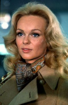 Lynda Day George, Woman Movie, Vintage Hollywood, Hollywood Actresses, Beautiful Actresses, Trench Coats, Women, Actors, Tv