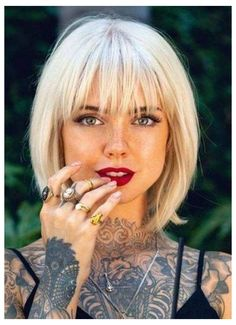 Bob Hairstyles With Bangs, Haircuts For Fine Hair, Short Hair With Bangs, Modern Hairstyles, Messy Hairstyle, Updo Curly, Bobbed Hairstyles With Fringe, Short Bob Bangs, Hair Short Bobs