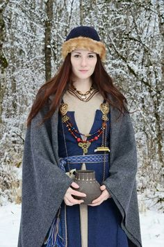 Researchers suggested that the Vikings went on raiding because of the shortage of eligible women whom they could marry. Is this Why Vikings raided? Viking Garb, Viking Reenactment, Viking Dress, Medieval Costume, Celtic Clothing, Medieval Clothing, Historical Costume, Historical Clothing, Costume Ethnique