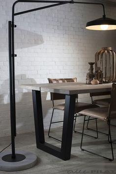 Vloerlamp BRIGHTON een stoere combinatie van ijzer en beton - Woonwinkel Alle Pilat #woonwinkelallepilat #verlichting #vtwonen #vloerlamp #beton #woonkamer #inspiratie
