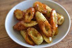 いちばん丁寧な和食レシピサイト、白ごはん.comの『ちくわの磯部炒めの作り方』を紹介しているレシピページです。パッと作れてご飯も進む味なので、弁当にもぴったりです。少し甘辛い味付けにするのがポイント。ぜひお試しください。