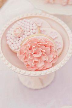 429780 369333323088144 1988628762 n Tea party nel giardino segreto Cookies Roses, Cookies Cupcake, Pink Cookies, Galletas Cookies, Fancy Cookies, Cookie Favors, Cute Cookies, Sugar Cookies, Pretty Cakes