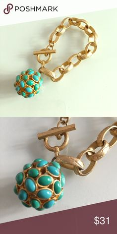 Banana Republic Turquoise Gold Bracelet No missing stones, in excellent condition. 8 inches long. Toggle clasp Banana Republic Jewelry Bracelets