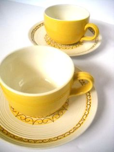 Tea cups - shape and color