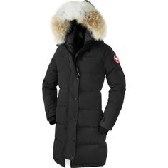Stand up to winter's cruel cold with the knee-length Canada Goose Women's Shelburne Down Parka. Stuffed with 625-fill white duck down insulation, the Shelburne will keep you warm in temperatures as low as -15° Fahrenheit. The Arctic-Tech fabric that makes up this parka is Canada Goose's most proven fabric designed to stay dry in extreme conditions and climates, and Canada Goose added a DWR coating to shed snowflakes and raindrops for enhanced protection. A slim fit gives the Rideau a…