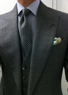 Gray wide peak-lapel three-piece with pocket square accent. Mens Attire, Mens Suits, Tailor Made Shirts, Suit Fashion, Mens Fashion, Bespoke Shirts, Mens Tailor, Bespoke Tailoring, Tailored Shirts