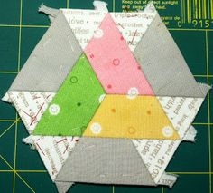 Kristin's Quilts and Stuff: Tips on EPP, Basting Triangles Quilting Tutorials, Quilting Projects, Quilting Designs, Sewing Projects, Paper Piecing Patterns, Quilt Block Patterns, Quilt Blocks, English Paper Piecing, Hexagon Quilt