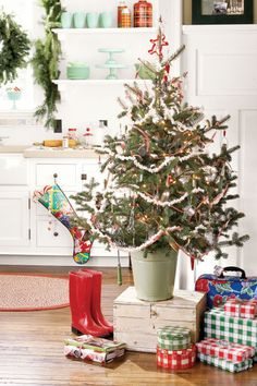Holiday time usually means more time—and more people—in the kitchen cooking and baking. A small tree introduces Christmas spirit without getting in the way. Green hobnail glass and kitchen utensils from the '40s and '50s inspired the mint green and cherry red palette of this tree. Hang utensils amid homespun touches such as popcorn garlands and crisp gingham ribbon.