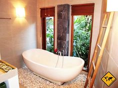 Hier findest du unsere Airbnb Erfahrungen ✓ als Mieter und Gast ✓ Ideal wenn du eine Wohnung mieten ✓ willst & jemanden suchst der Erfahrung mit Airbnb hat. Bathtub, Bathroom, Standing Bath, Washroom, Bathtubs, Bath Room, Bath, Bathrooms, Bath Tub