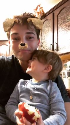 Francisco Lachowski  Nasıl da güzeller? 💕 Family Goals, Couple Goals, Francisco Lachowski, Bad Boys, Cute Boys, Dad Baby, Father And Son, Haircuts For Men, Friends Family