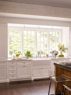 26 Wonderful White Kitchen Design Ideas And Decor. If you are looking for White Kitchen Design Ideas And Decor, You come to the right place. Here are the White Kitchen Design Ideas And Decor. Kitchen Sink Decor, Kitchen Sink Window, Farmhouse Sink Kitchen, Kitchen Redo, New Kitchen, Kitchen Dining, Kitchen Windows, Kitchen White, Kitchen Layout
