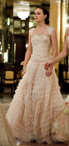 Gorgeous gown - Leighton Meester as Blair Waldorf in Gossip Girl Blair Waldorf Outfits, Blair Waldorf Stil, Blair Waldorf Dress, Blair Waldorf Aesthetic, Estilo Blair Waldorf, Blair Dress, Gossip Girl Blair, Gossip Girls, Gossip Girl Outfits