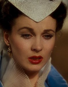 Retro is one of my favorite make-up looks, natural yet breathtaking.This is Vivien Leigh as Scarlett O'Hara.