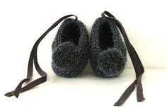 Dark grey cashmere baby booties