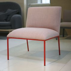 Visitor chair / traditional / with armrests / upholstered - TONDO by Stefan Borselius - fogia