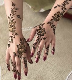 Pretty Henna Designs, Henna Tattoo Designs Simple, Mehndi Designs Book, Legs Mehndi Design, Arabic Henna Designs, Modern Mehndi Designs, Mehndi Design Pictures, Mehndi Designs For Fingers, Mehndi Designs For Hands