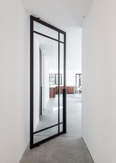 Made to measure pivot doors with worldwide shipping!   Portapivot is specialized in architectural hardware. Configure the desired pivot door system on our website with the online configurators & find local resellers near you...   Engineered & made in Belgium!