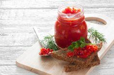 Домашняя аджика - ароматный, со свежим вкусом соус, который отлично сочетается с большинством блюд. Заготовленная по рецепту без варки аджика практически полностью сохраняет весь состав витаминов и микроэлементов, очень необходимых в холодное время года, а приготовление настолько простое, что не вызовет сложностей даже у неопытной хозяйки.