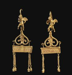 A PAIR OF GREEK GOLD EARRINGS     HELLENISTIC PERIOD, CIRCA 3RD-1ST CENTURY B.C.
