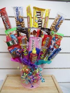 Cubeta con dulces y chocolates y una nota personalizada y confidencial. Generalmente con racimos con globos. Pídelo a Regalos Amer al 55246977. Birthday Candy, Diy Birthday, Birthday Gifts, Candy Bar Bouquet, Gift Bouquet, Creative Gift Wrapping, Creative Gifts, Bff Gifts, Love Gifts