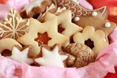 Upečte zdravé vánoční cukroví, které vám bude určitě chutnat. Zdravé recepty jsou plné zajímavých ingrediencí, které jsou nejen zdravé, ale i chutné. Christmas Sweets, Christmas Baking, Christmas Cookies, Czech Recipes, Holidays And Events, Gingerbread Cookies, Great Recipes, Smoothies, Cake Recipes