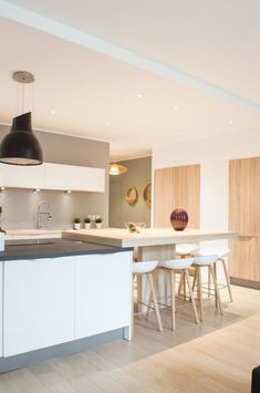 Ici, vous trouverez des photos d'idées de design d'intérieur. Inspirez-vous ! Create Space, Cuisines Design, Design Case, Sweet Home, House Design, Architecture, Furniture, Home Decor, Design Moderne
