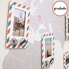 Olha que forma legal de usar as fotos das viagens! Porta Retrato de Parede Mapa Mundi; incluí 8 molduras para fotos de 15x10cm e Adesivo de Parede na medida 200x100cm.
