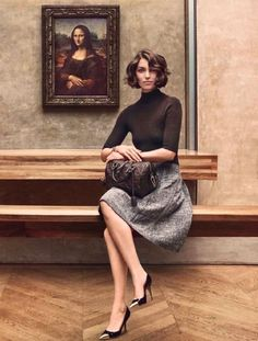 Lamsweerde, Inez van - Arizona Muse- Viewing Mona Lisa (Louis Vuitton- ad), 2013, II
