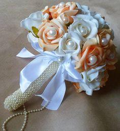 143d763e7f Buquê de flores de e.v.a amarelo ou laranja e branco.Tendo como adorno  pérolas