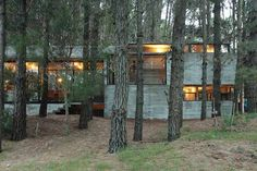 A couple with two teenage children had commissioned BAK Architects to build them a home for the summer. BAK Architects have designed another concrete house in the forest of Mar Azul in Argentina. Concrete Staircase, Concrete Houses, Modern Tiny House, Forest House, Architect House, Building A House, Building Design, Brick, The Incredibles