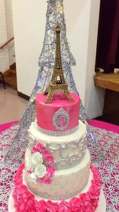 Hacks, strategies and information for quinceanera party decorations; Don't be fearful about letting other people assist with segments of planning your quinceanera day planning. Paris Birthday Cakes, Paris Themed Cakes, Paris Themed Birthday Party, Birthday Party Celebration, Paris Party, Sweet 16 Birthday, Happy Birthday Cakes, 15th Birthday, Bolo Paris