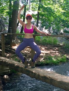 #WhereDoYouBar?! Front Desker Emily took a moment to bring diamond thigh to nature (and show off her #barmadeabs!) while hiking the Billy Goat trail over the weekend. Don't forget to email us at dc-bethesda@barmethod.com your pictures to be featured next!