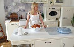 kuchařka Dita Pecháčková Home Kitchens, Sweet Home, Summer Dresses, Retro, Kitchen Inspiration, Country, Diet, Make Your Own, House Beautiful