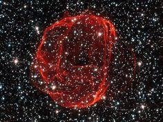 Batuffolo di supernova Immagine per gentile concessione Claude Cornen e ESA / NASA