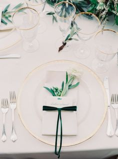 Set in Saratoga, California this couple infused an elegant English garden vibe into their wedding day with romantic calligraphy and florals throughout, with a pretty pop of emerald green.