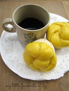 my little favourite DIY: Steamed Pumpkin Buns aka pumpkin mantou - 南瓜馒头