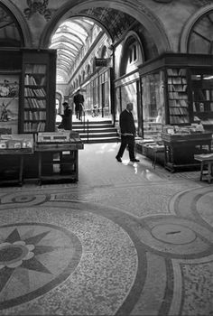 Galerie Vivienne Paris 1976 Photo: Robert Doisneau