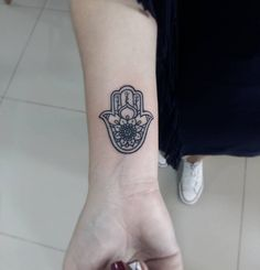 Hamsa Hand Tattoo Designs, Ideas and Meanings – All you need to know about Hamsa Tattoos - Tattoo Me Now Hamsa Tattoo Placement, Small Hamsa Tattoo, Hamsa Tattoo Design, Lotus Tattoo Design, Tattoo Designs Wrist, Small Finger Tattoos, Small Tattoos, Tatouage Hamsa, Fatima Hand