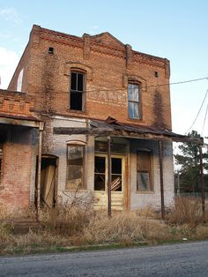 Palestine Texas Old Historic Small Town in 2011 Bank Roads Building Signs Architecture Old Abandoned Buildings, Abandoned Property, Abandoned Mansions, Old Buildings, Abandoned Places, Modern Buildings, Building Signs, Building A House, Building Ideas